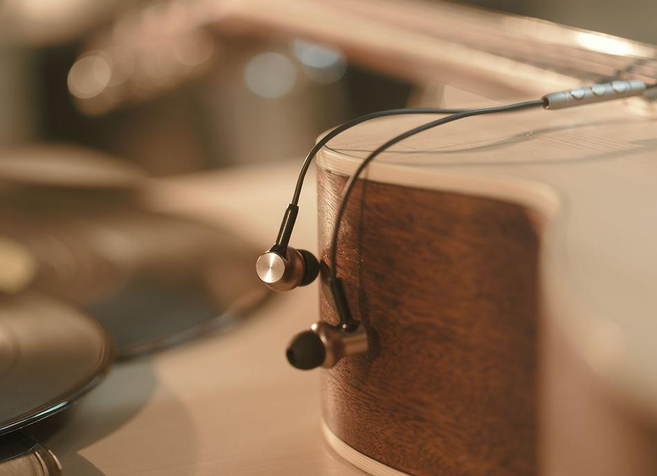 Вакуумные наушники Xiaomi Mi In-Ear Headphones Pro HD Hybrid